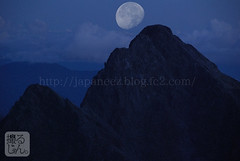 (finalistJPN) Tags: moon bluemoon discoverychannel nationalgeographic mthotaka japanalps summits ridge peacefulpicturesarepriceless ppap pictaro kamikochi cliff discoverjapan visitjapan climbing bouldering mountains supermoon