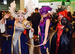 DSC_0547 (Randsom) Tags: nycc 2016 newyorkcomiccon nycomiccon javitscenter october nyc newyorkcity cosplay costume fun comicbooks comicconvention groupshot group team people marvelcomics avengers hawkeye thor blackwidow wig colorful victorian mask mardigras archer feather helmet hammer female