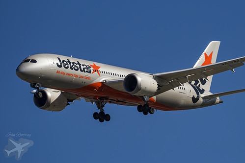 VH-VKG Jetstar B787-8 Dreamliner YBBN-0483