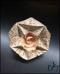 PIEZA POLIGONOS Y FLOR DECOCLAY (Dinkyta (Miryam)) Tags: polymerclay polimerica arcilla polimercia decoclay decoclayespaa flores rosas