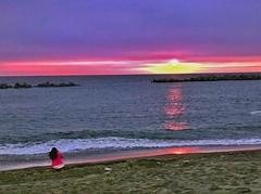 海濱夕陽 (pengpeng-chen) Tags: taiwan kaohsiung sea seaside travel travelgram clouds hubsunited vzcomood vsco vscogood vscocam 500px sunset sunsetlovers pinkclouds dusk