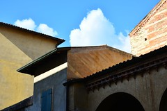 Shapes and shadows (mikael_on_flickr) Tags: italien houses sky italy architecture clouds italia nuvole shadows ombra shapes himmel case ombre verona cielo former schatten architettura skyer arkitektur veneto huse skyarchitecture skygger formi shapesandshadows