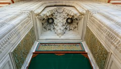 erefeli Camii, Edirne (besikt_asli) Tags: mosque mosk doors door wooden marble art design calligraphy ottoman turkish trk trkiye edirne cami kap osmanl mimari architect gold green red yellow building