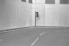 Manesty's Lane (the underlord) Tags: liverpool leica leicaiiia rangefinder street summitar50mm 1936 1949 kodaktmax400 kodakd76 75minutesatstock streetphoto barnack hanoverstreet minimalism noiretblanc blancoynegro biancoenero svartochvitt dduagwyn schwarzweis