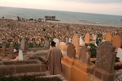 Le visiteur au chapeau noir (JulienLec) Tags: maroc rabat cimetire tombe mer passant