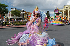 Magic Kingdom 2016 #18 (*Amanda Richards) Tags: disney disneyworld orlando magickingdom parade frozen letitgo costumes floatparade floats