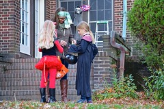Checking The Girls' Candy (Joe Shlabotnik) Tags: sarahp violet 2016 october2016 halloween lily afsdxvrzoomnikkor18105mmf3556ged