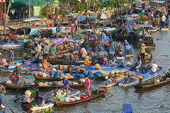 Floating market in Mekong Delta, Southern Vietnam (phuong.sg@gmail.com) Tags: activity air amazing asia asian atmosphere boat busy canal chanel color colorful colour crowd crowded day delta farmer farmers flea float floating group landscape landscaping lively market mekong nganam open people person river row rowing scene soctrang trade travel vietnam vietnamese water wooden