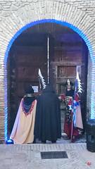 Puerta de entrada Alcazaba-vista desde dentro-con soldados (antonio santana SA) Tags: zegrí antoniosantana alcazaba puerta siglo xv cedro málaga monumento