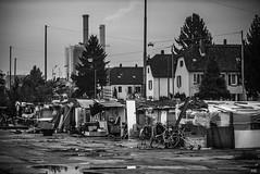 Slum Dwellings and Row Houses (*altglas*) Tags: frankfurt gutleutviertel slum slums armut kontraste contrasts bw monochrome