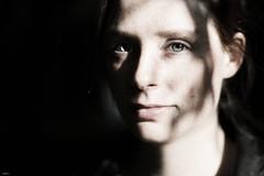 Licht und Schatten... (lichtflow.de) Tags: light shadow portrait woman girl face canon licht nice eyes gesicht porträt ef50mmf14 augen frau kontrast schatten mädchen katharina hübsch eos5dmarkiii