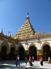 "Mandalay: la pagode Mahamuni <a style=""margin-left:10px; font-size:0.8em;"" href=""http://www.flickr.com/photos/127723101@N04/22619087094/"" target=""_blank"">@flickr</a>"
