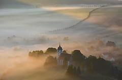 Kirche im Morgenlicht (Sandsteiner) Tags: kirche papstdorf papststein nebel fog sonnenaufgang sunrise herbst elbsandsteingebirge sandsteiner
