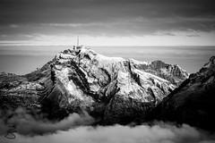 Snow-dusted Sntis (medXtreme) Tags: alpen alps alpsteinmassiv appenzelleralpen berg berge bewlkt blackwhite churfirsten chserrugg2262m clouds cloudy gebirge gebirgszug massiv monochrom mountain mountainrange mountains overcast schnee schwarzweiss snow sntis2453m wolken bw