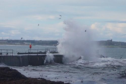 Big wave at Belger Harbour Cairnbulg Harbour, Aberdeenshire Scotland #cairnbulg #cairnbulgharbour #belger #belgerharbour #aberdeenshire #scotland #bestofourshire #visitscotland #scotspirit #igscotland #ig_scotland #instascotland #insta_scotland #scotland_