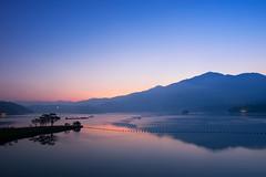Silent Morning (Ted Tsang) Tags: olympus em1 1240mmf28 longexposure sunrise bluehour magichour landscape sunmoonlake lake silhouettes tree mountain reflections nantou taiwan sky puli 南投 魚池 日月潭 日出