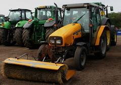 MASSEY FERGUSON 4325 (WESTROWMAN) Tags: masseyferguson massey ferguson tractor masseyfergusontractor masseyferguson4325 farm farmyard cambridgemachinerysale