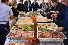 Anglų lietuvių žodynas. Žodis buffet luncheon reiškia - švediškas stalas, pietūs lietuviškai.