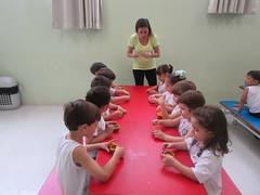 Banana cupcakes (colgiopiracicabano) Tags: colegiopiracicabano piracicaba cupcake crianas culinria ingls school kids culinary english