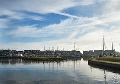 Marken Harbour (PaaulDvD) Tags: netherlands holland pays bas marken volendam waterland water sun sky colors typical fog light outside