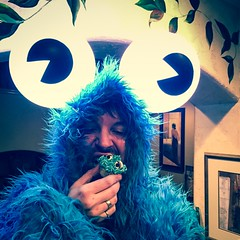 Eat the rich (cupcakes) (RobotSkirts) Tags: laurapalooza party cookie cookiemonster monster blue eyes coat eliot eliotphillips eyeballs eyeball cupcake