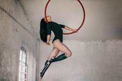 (fehlfarben_bine) Tags: nikondf 850mmf14 hoop aerial naturallight woman strength berlin rawgelände friedrichshain