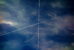 Kreuzweise am Himmel, 75261/7588 (roba66) Tags: himmel sky blue above clouds kondensstreifen aeroplane kreuzweise kreuz cross germany leonberg