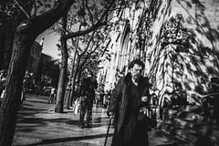 Lady Shadow (Marián Company (The Fresh Feeling Project*)) Tags: bn sombras luces señora anciana negro terror valencia retrato portrait black lady fear shadow light lightandshadows city urban street streetphoto streetphotography streetphotographer blackandwhite bw noiretblanc
