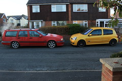 850 R and LY 182 29-11-16 (AcidicDavey) Tags: volvo 850 r red estate liquid yello yellow clio 182