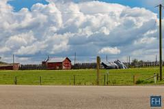Farms in Alberta (felix.hohlwegler) Tags: street streetart streetphotography photography alberta highway calgary kanada canada america amerika canon canoneos canoneos7d clouds wolken himmel sky fotografie landschaftsfotografie wetter