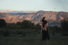 Song of the mountains (Tania Cervin) Tags: seleccionar music viola mountains montaas atardecer sunset song fineart model portrait beauty