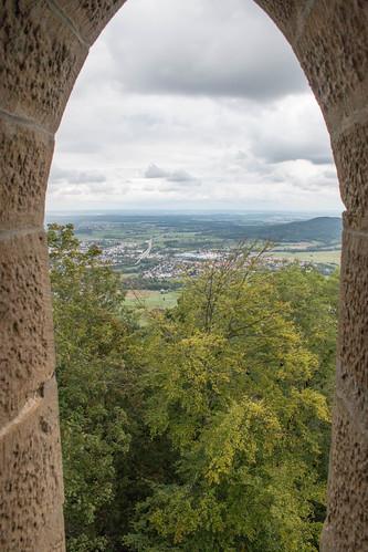 Vue sur Albstadt depuis le bastion Schnarrwacht au château de Hohenzollern