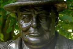 Winston Churchill by Robin Bell (2005) bronze (jacquemart) Tags: 2005 bronze winstonchurchill robinbell thegardenofheroesvillainswarwickshire
