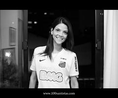 Carol #059 (De Santis) Tags: brazil portrait woman girl brasil fan football retrato sãopaulo soccer santos carol clube sfc futebol camisa brasileira torcida suporter torcedor santista d7100 fernandodesanits