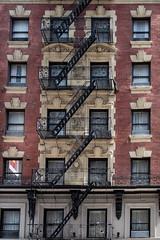 Escaleras (PUAROT) Tags: color colores calle ciudad edificio escaleras emergencia encanto fotografia fotografía foto fujifilm fuji hollywood photography paseando puarot viaje newyork nyc x100t fujix100t travel