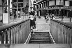 Pepe Reyes160822-049 (Pepe Reyes (jorego)) Tags: 2016 pzadelamarina aparcamiento bn chicas escalera fotografacallejera lamarina malagapalacio parquin salida streetphotography
