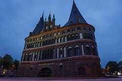 Holstentor (SaschaHL) Tags: holstentor lbeck norddeutschland sehenswrdigkeiten nacht blaue stunde