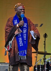 Usifu Jalloh, the Cowfoot Prince, Africa on the Square, Trafalgar Square, London, 15 October 2016 (chrisjohnbeckett) Tags: usifujalloh cowfootprince africaonthesquare africa blackhistorymonth entertainer performer trafalgarsquare london londonist timeout urban world compere canonef135mmf2lusm chrisbeckett photojournalism smile storyteller