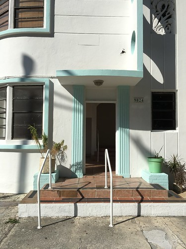 Art Deco Apartments Surfside