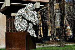 .. rannicchiato in un angolo ..  (click__2488 F p) (Ziozampi) Tags: bozzolo rabarama arteinstrada street streetphotography urban citt scultura fav explore