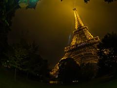 Au pied de la tour Eiffel (Jeff la Brique) Tags: nuit tour eiffel architecture paris jaune air light night sky street yellow new