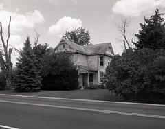 OH-56 Abandoned House (.:Axle:.) Tags: ohio bw abandoned film blackwhite kodak 11 oh 4x5 backroads largeformat buckeye graflex crowngraphic xtol filmphotography adox filmisalive pacemakercrowngraphic believeinfilm adoxchs100ii chs100ii fujifujinonw156125
