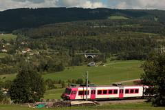Zug von Travys unterwegs ob Le Day bei Vallorbe im Waadtlnder Jura im Kanton Waadt - Vaud der Schweiz (chrchr_75) Tags: chriguhurnibluemailch christoph hurni chrigu chriguhurni chrchr chrchr75 albumzzz201509september september 2015 albumbahnenderschweiz2015712 eisenbahn bahn schweizer bahnen albumbahnenderschweiz zug train juna zoug trainen tog tren  lokomotive  locomotora lok lokomotiv locomotief locomotiva locomotive railway rautatie chemin de fer ferrovia  spoorweg  centralstation ferroviaria