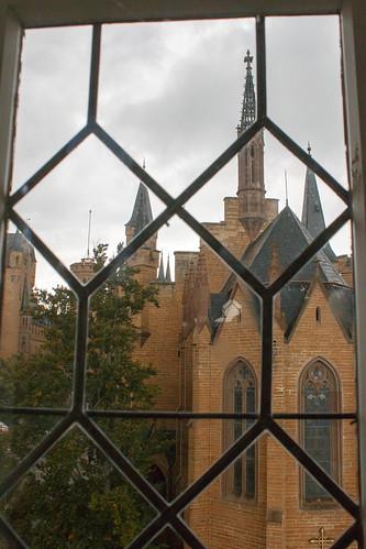 Vue sur le château de Hohenzollern depuis la tour pont-levis