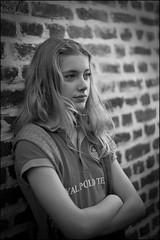 Leo_5541 (SAS Photographie) Tags: portrait blackandwhite bw brick girl outside 50mm eyes nikon dof noiretblanc wand flash 14 gimp nb blond blonde sw augen nikkor blitz schwarzweiss fille vignette mädchen afs strobe draussen dehors ziegel d610 strobist geeqie darktable