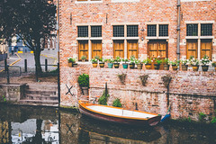 Private Haven (Linus Wärn) Tags: windows boat canal europe belgium vessel ghent gent gand flanders flowerpots