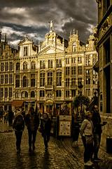 Demain ceci sera hier/Tomorrow this will be yesterday/I morgon det här ska bli i går [Explore] (Elf-8) Tags: sunset brussels belgium grandplace glod