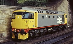 26025 RESTS AT EDINBURGH WAVERLEY ON 25 AUGUST 1986 (47413PART2) Tags: 26025