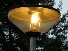 Indal Kegel 2000 met CFL lamp (sander_sloots) Tags: streetlight 2000 streetlamp philips lamppost industria cfl lampadaire leuchte luminaire lantaarnpaal kegel indal armatuur kegelarmatuur