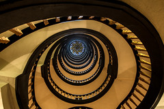 Meßberghof Hamburg (Elbmaedchen) Tags: mesberghof hamburg kontorhaus treppenauge staircase roundandround indoor